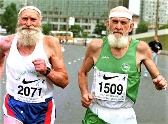 пожилые марафонцы