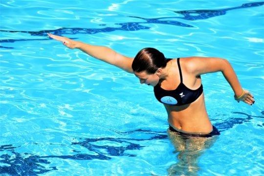 разминка в бассейне