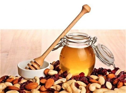 смесь сухофруктов и орехов на меду