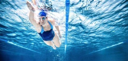 тренировка в бассейне