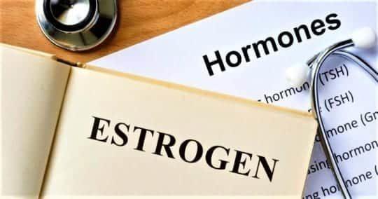 Недостаток эстрогена: что общего между сердечными болями и нарушениями цикла?