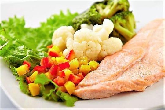 рыбой с овощами на пару