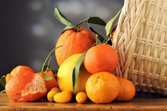 апельсины в корзине