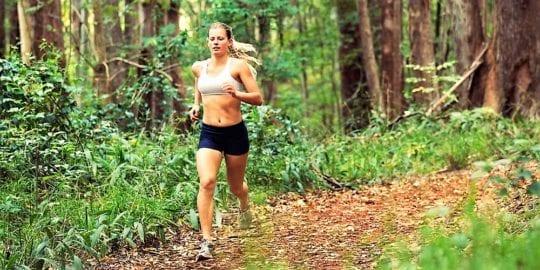 бег в лесу
