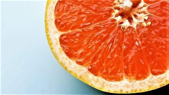 грейпфрут и микроскоп
