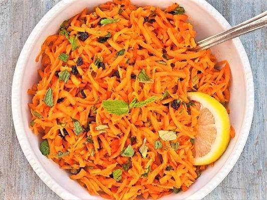 морковным салатом с лимонным соко