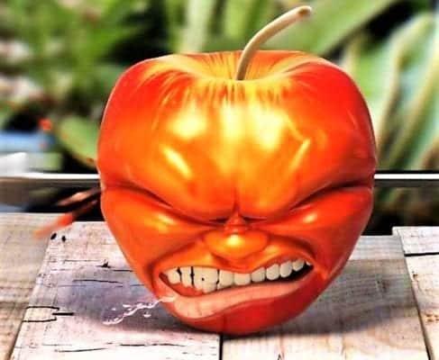 злой с яблоком