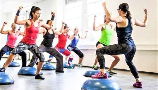Танцевальная аэробика для похудения: видео для начинающих и программа действий в помощь