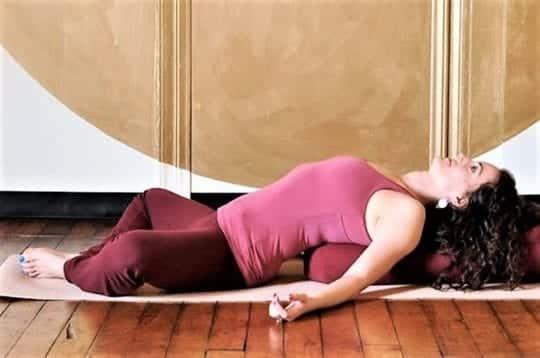 растяжка ног лежа на спине