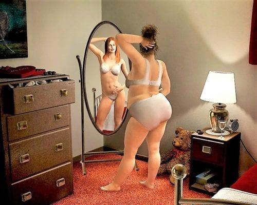 толстая у зеркала