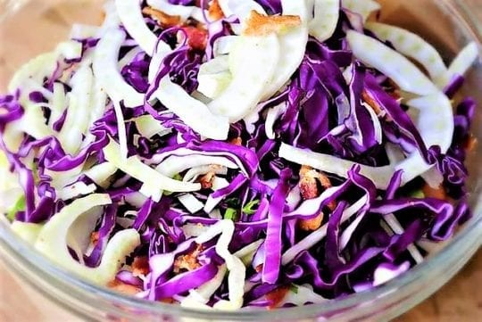 Салат из капусты и бекона