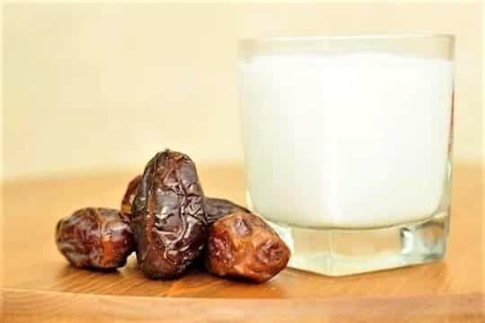 финики и молоко