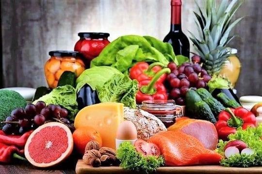 продукты на столе полезные