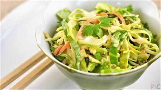 лёгкий салатик из капусты с оливковым маслом